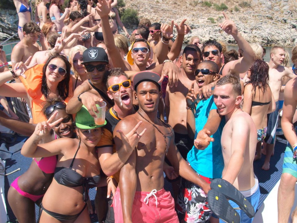 kavos-party