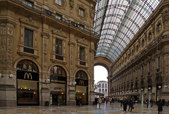Macdonalds-gallerie-dart-Gallerie-Vittoria-Emanuele-Milan-Italie-564x379